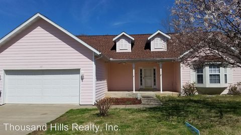 Photo of 147 Daless St, Hollister, MO 65616