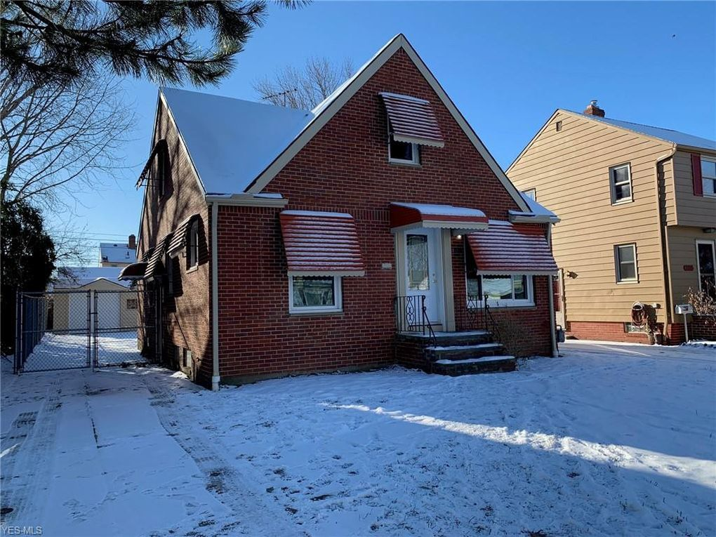 8319 Oxford Dr Parma, OH 44129