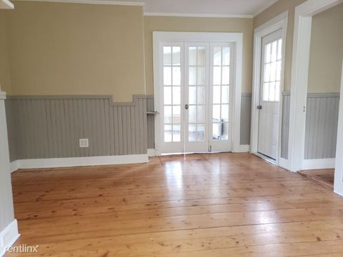 Photo of 389 Main St # 1, Orono, ME 04473