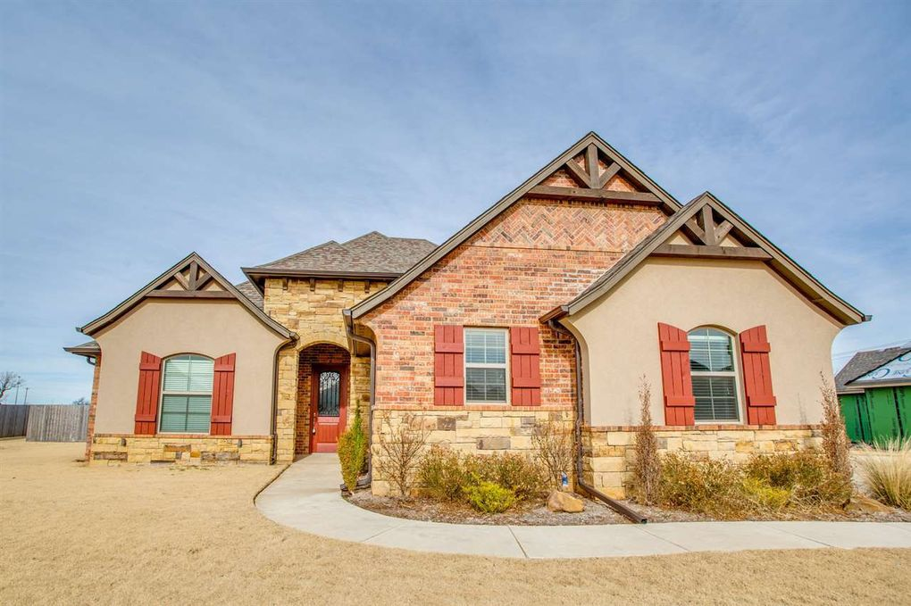 2414 Belle Crossing Dr Enid, OK 73703