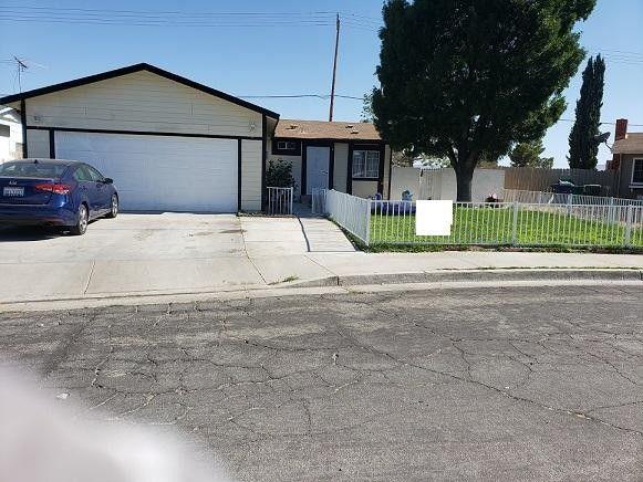 2318 Pecos Ct Lancaster, CA 93535
