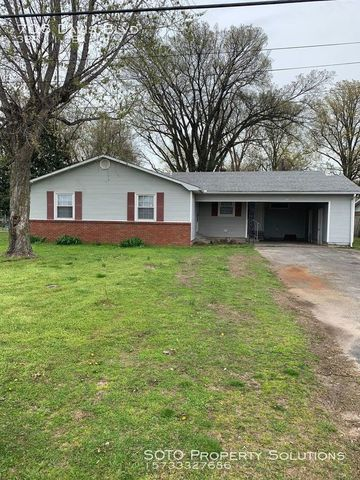 Photo of 706 Davis Blvd, Sikeston, MO 63801