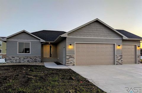 Photo of 4905 E 53rd St, Sioux Falls, SD 57110