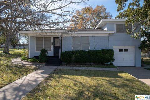 Photo of 909 E Morgan Ave, Cuero, TX 77954