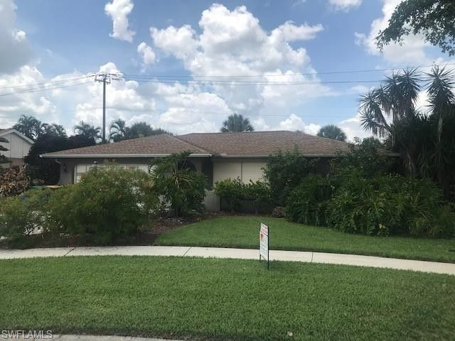 4579 Chippendale Dr Naples, FL 34112