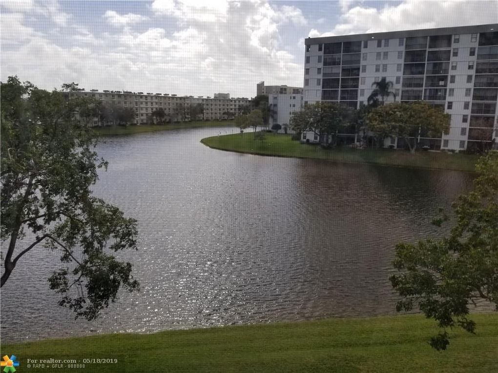 2222 N Cypress Bend Dr Apt 406 Pompano Beach, FL 33069
