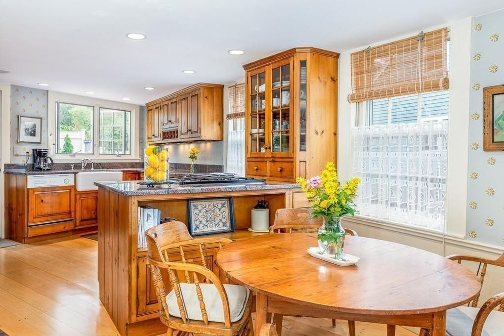 20 Middle St, Marblehead, MA 01945