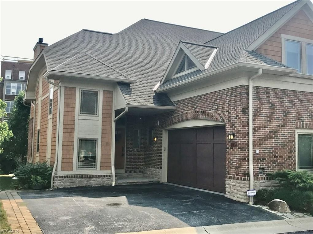 15 Kenilworth Mews Cleveland Heights, OH 44106