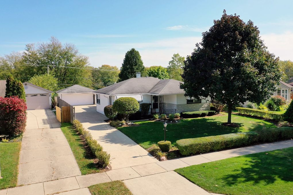 3306 Owl Dr Rolling Meadows, IL 60008