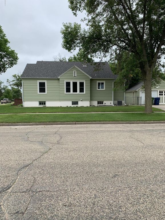 303 1st St Sw Watertown Sd 57201 Realtor Com