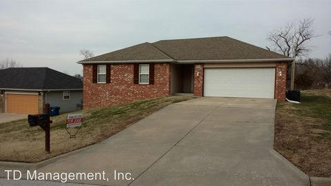 Photo of 1407 W Parkview St, Ozark, MO 65721