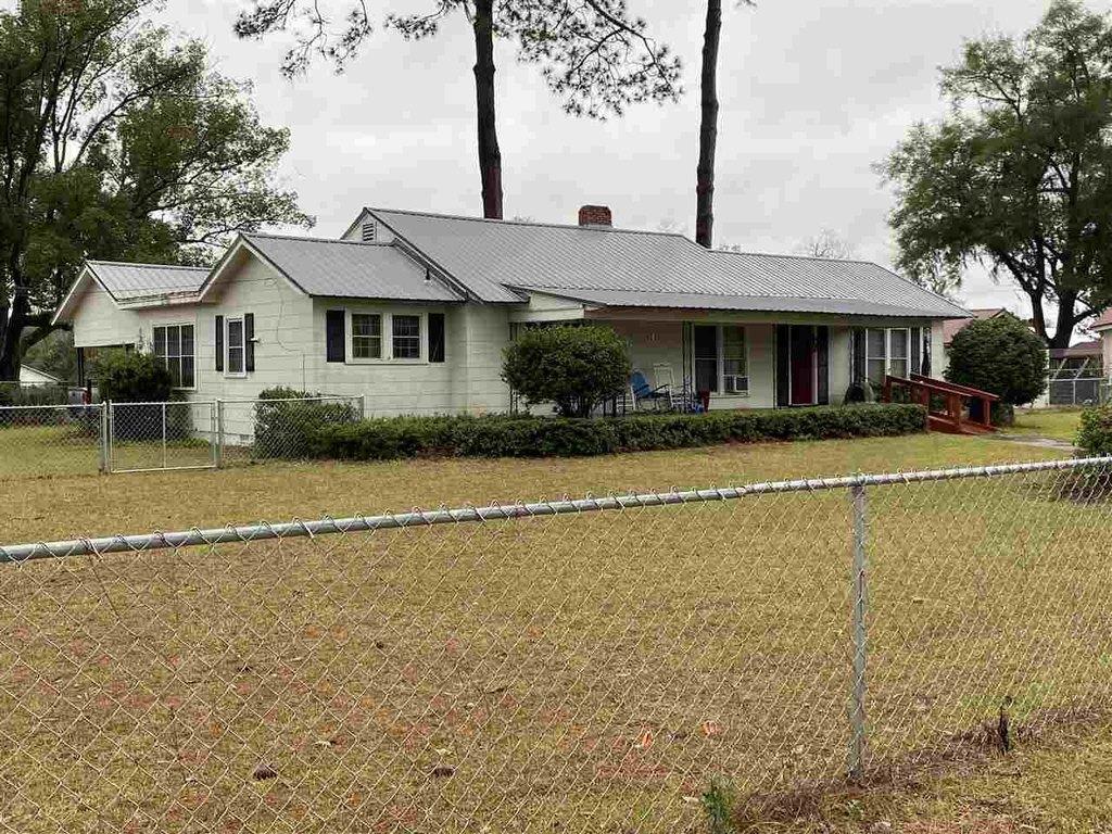 Farm land featured at 202 SE Seminole St, Madison County, FL 32340