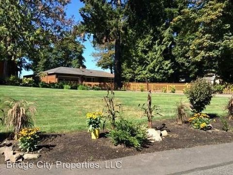 Photo of 14815 Se River Forest Dr, Milwaukie, OR 97267