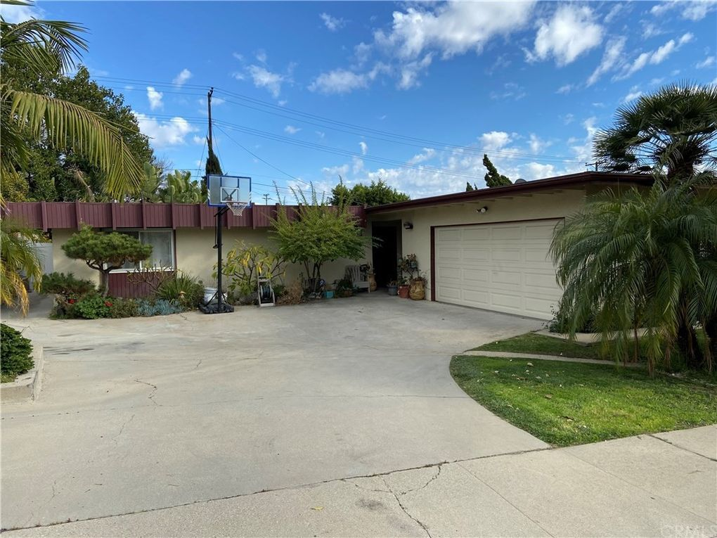 832 Perry Ave Montebello, CA 90640