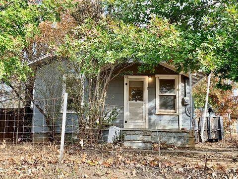 Photo of 104 Wood St, Woodson, TX 76491