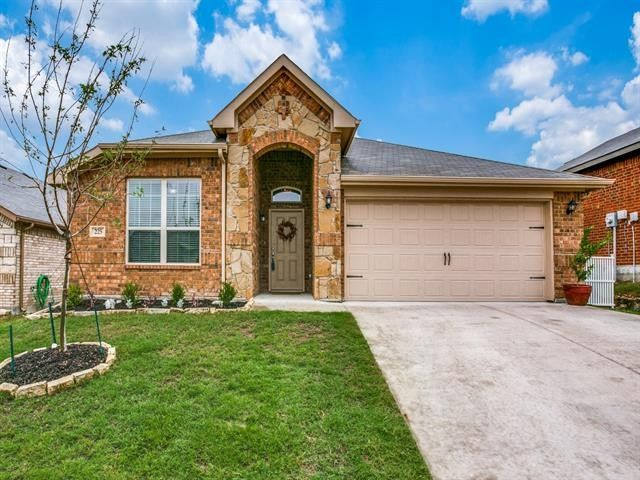 225 Balcones Dr Fort Worth, TX 76108