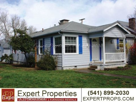 Photo of 1001 Queen Anne Ave, Medford, OR 97504
