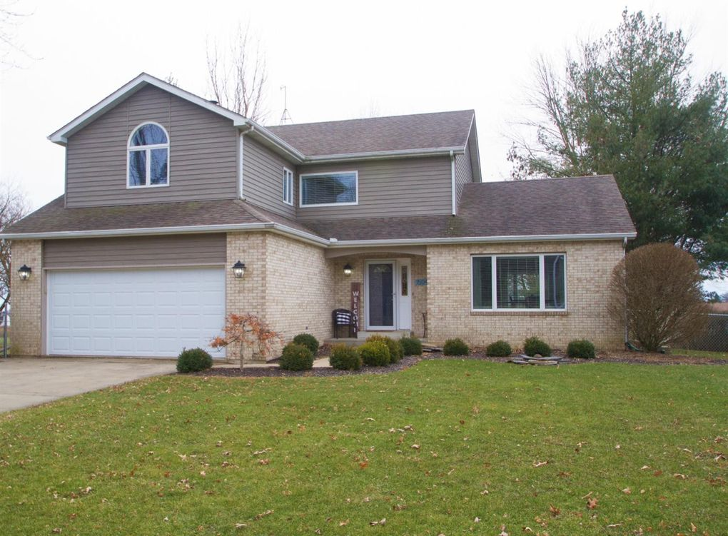 1504 Meadowglen Dr Valparaiso, IN 46383