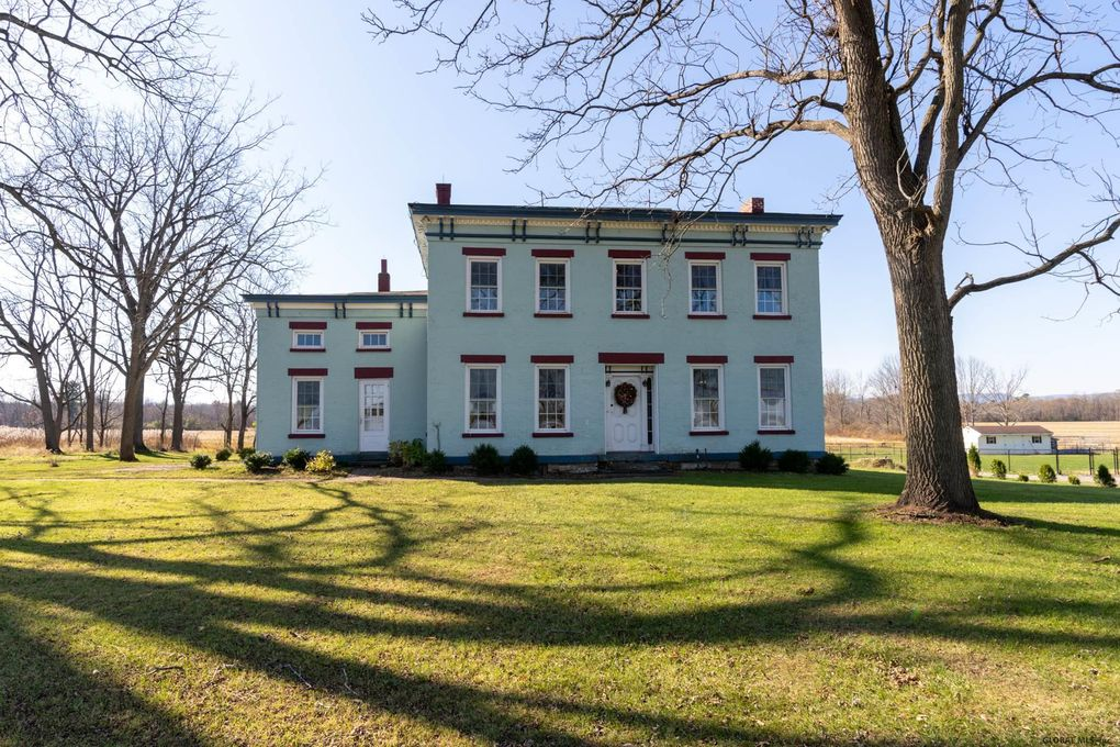 298 Clapper Rd Selkirk, NY 12158