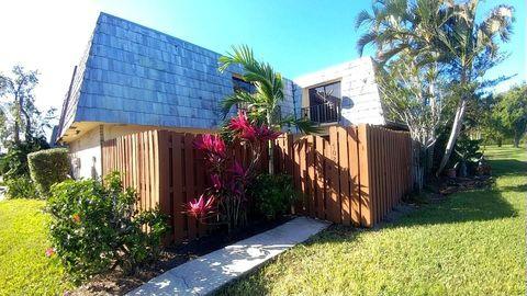 Photo of 702 Springdale Cir, Palm Springs, FL 33461