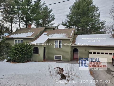 Photo of 123 Husson Ave, Bangor, ME 04401