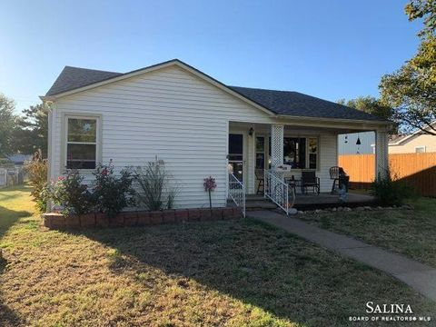 Photo of 510 Webb St, Ellsworth, KS 67439