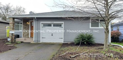 Photo of 7716 Se Center St, Portland, OR 97206