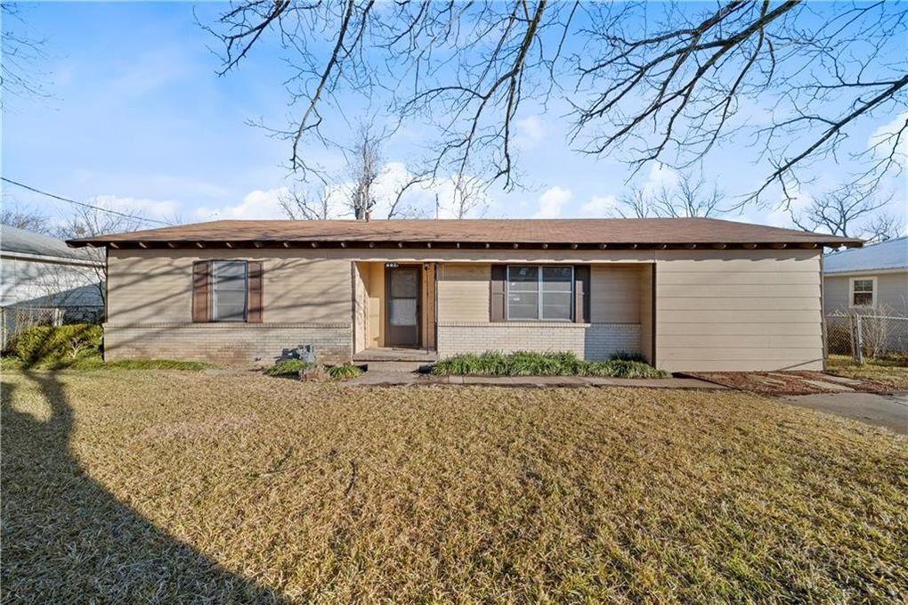 607 E Pine St West, TX 76691