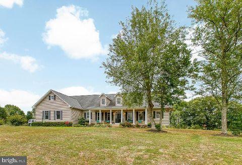 Photo of 40 Estates Dr, Fredericksburg, VA 22406
