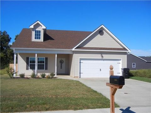 Photo of 1862 Camelot Dr, Clarksville, TN 37040