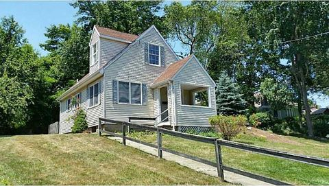 Photo of 26 Newtown Ave, North Kingstown, RI 02852