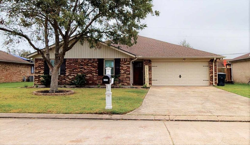 2410 Little John Ln Groves, TX 77619