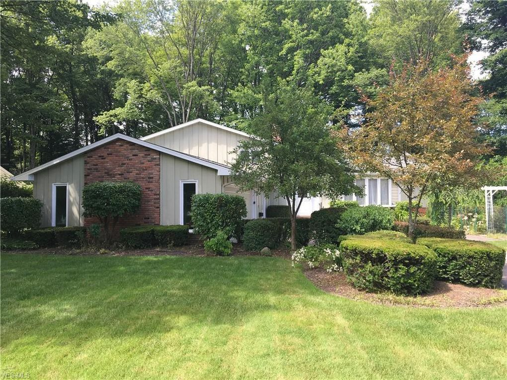 27420 Benwood Cir North Olmsted, OH 44070