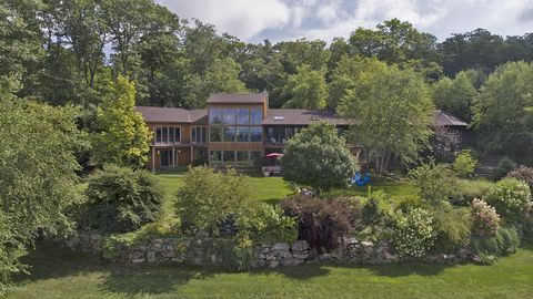 Photo of 179 Mt Hunger Rd, Monterey, MA 01245