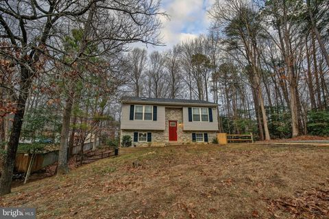 Photo of 790 Lazy River Rd, Lusby, MD 20657