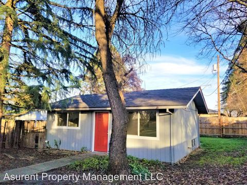 Photo of 331 1/2 Chestnut St, Medford, OR 97501