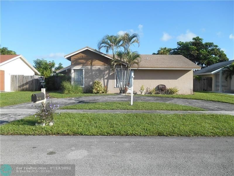8211 SW 3rd Pl North Lauderdale, FL 33068