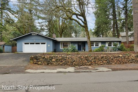 Photo of 17323 Lake Haven Dr, Lake Oswego, OR 97035