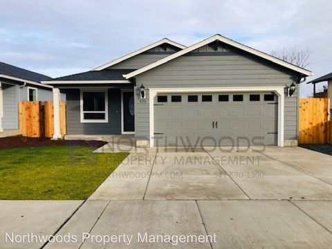 Photo of 830 Agate St, Medford, OR 97501