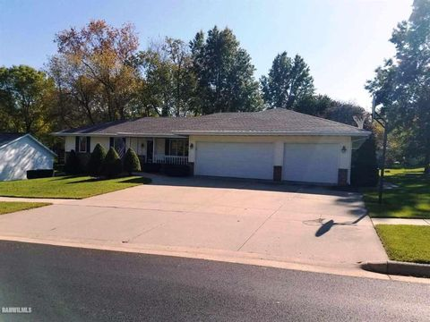 Photo of 2211 Country Ct, Freeport, IL 61032