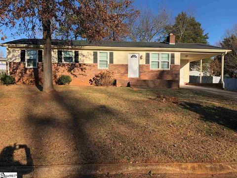 Photo of 209 Evergreen St, Easley, SC 29642