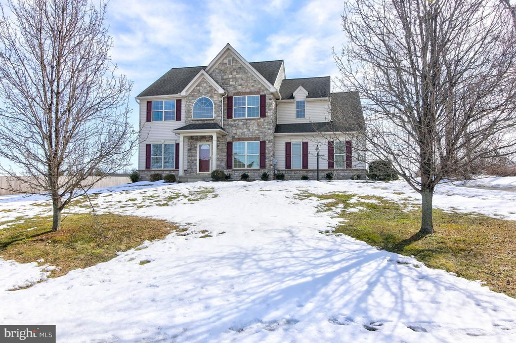 105 Buttercup Dr Oxford, PA 19363