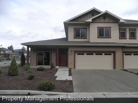 Photo of 1792 Hillpark Pl, Grants Pass, OR 97526