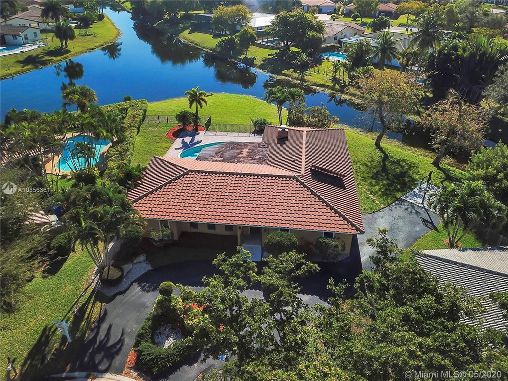 2715 NW 86th Way Coral Springs, FL 33065