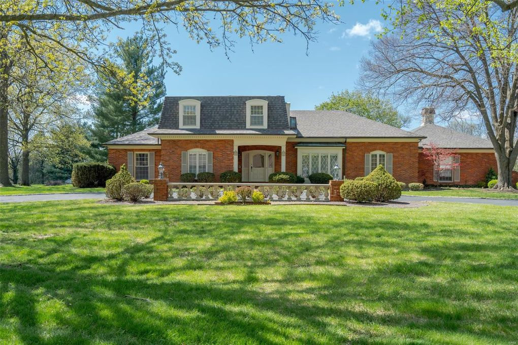 51 Muirfield Ct Town and Country, MO 63141