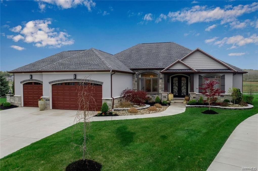 9723 Silver Birch Ct Clarence, NY 14032