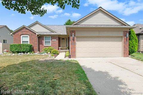 Photo of 32063 Oakcrest Dr, Chesterfield Township, MI 48047