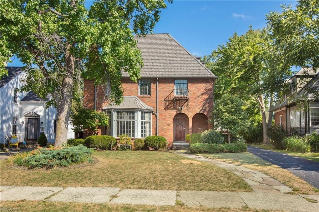 19660 Roslyn Dr Rocky River, OH 44116
