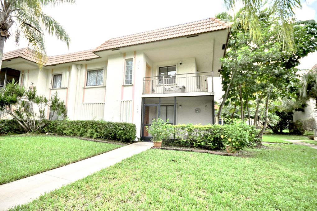 421 Lakeview Dr Apt 104 Weston, FL 33326