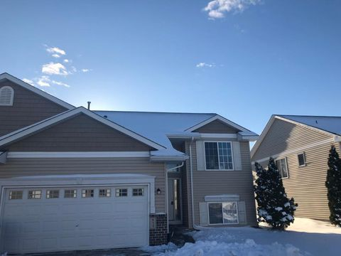Photo of 411 Meadow Ln, Somerset, WI 54025